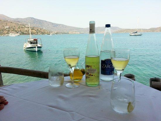Ferryman Taverna : Wine by the sea