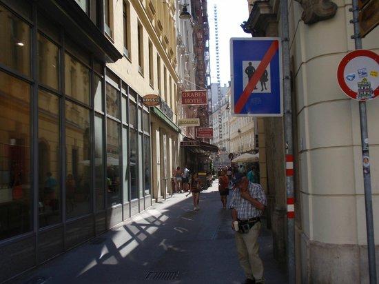 Graben Hotel : Graben Entrance from Graben Street Corner
