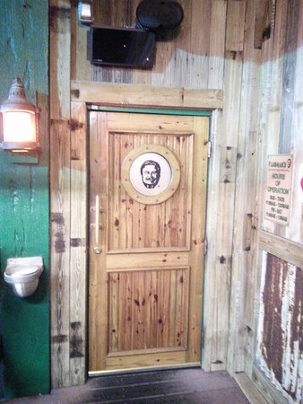 Flanigan's Seafood Bar & Grill: Great place
