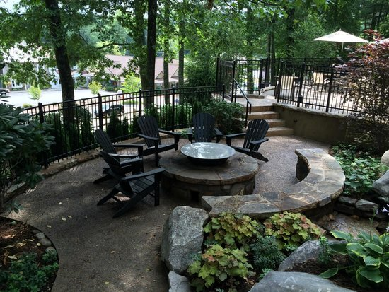 200 Main: The Fire Pit and Terrace