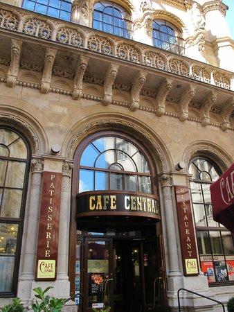 Cafe Central : 9