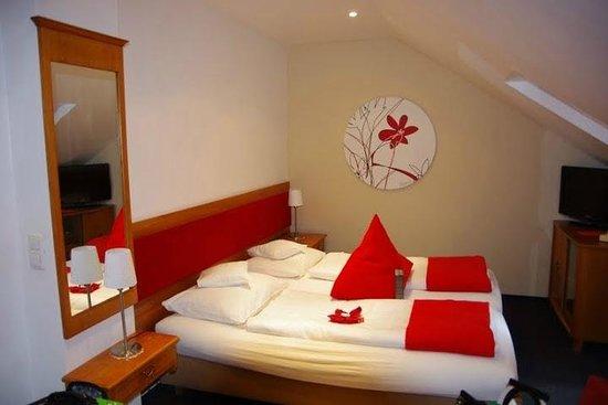 Design Hotel Vosteen: room with 3 beds on top floor