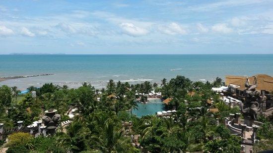 Centara Grand Mirage Beach Resort Pattaya: the view of the resort
