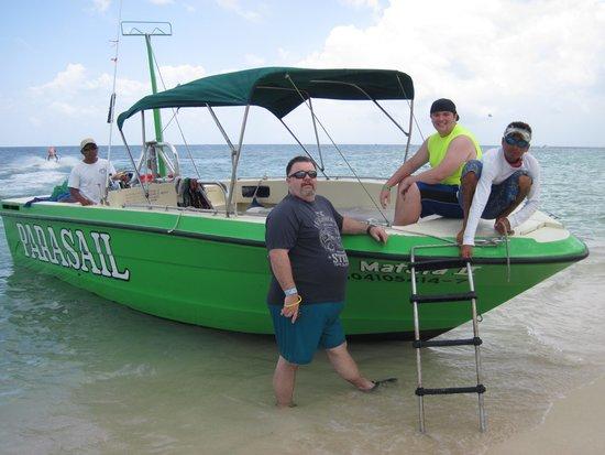 Mr. Sancho´s Beach Club Cozumel: parasailing