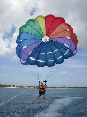 Mr Sanchos Beach Club Cozumel: parasailing