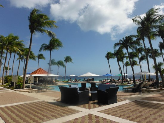 Curacao Marriott Beach Resort & Emerald Casino: piscina
