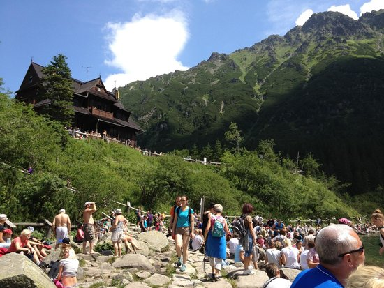 Lake Morskie Oko: Everybody sits down after the hike.