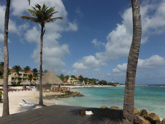 Curacao Marriott Beach Resort & Emerald Casino: praia em frente ao hotel