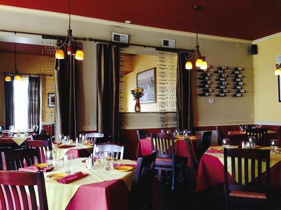 Rustico Restaurant & Wine Bar: Tasteful inside decor
