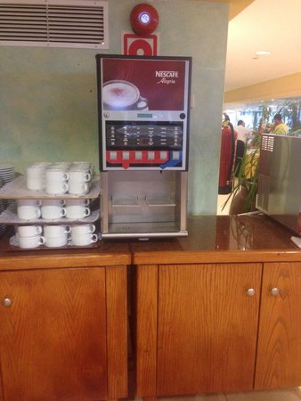 Insotel Hotel Formentera Playa: The only coffee available in the dining room comes from these vending machines and it tastes gha