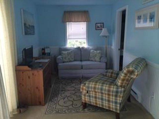 Puffin Inn Bed & Breakfast: Room 10 sitting area