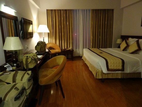 Mondial Hotel Hue: habitacion