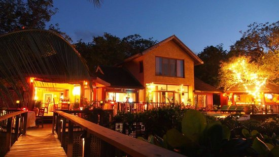 Mayoka Boutique Hotel: Mayoka by night