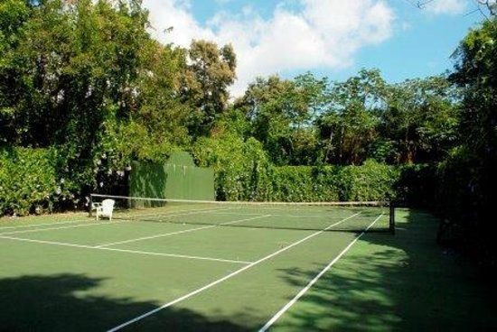 Mayoka Lodge: Tennis / Basket Ball Court
