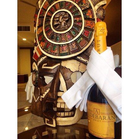 Grand Sunset Princess All Suites Resort: Nos regalaron esta botella de champán por haber celebrado nuestra luna de miel con ellos ! Excel