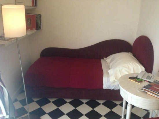 Hotel Costantinopoli 104: Comfy single bed