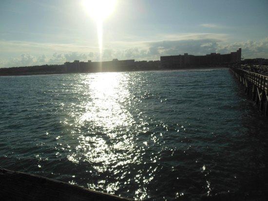 DoubleTree Resort by Hilton Myrtle Beach Oceanfront: hotel from pier
