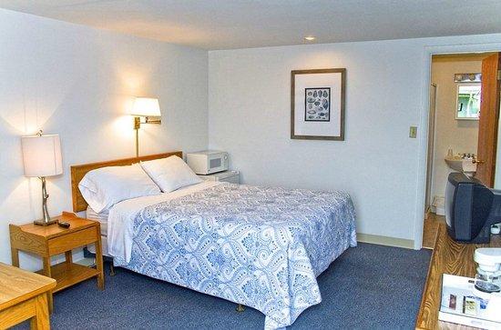 Skaneateles Inn on 20: Our seasonal queen room