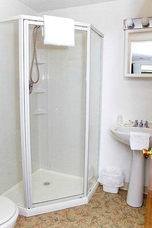 Skaneateles Inn on 20: One of the bathrooms in our seasonal rooms