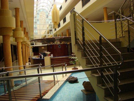 SBH Crystal Beach Hotel & Suites: corridor