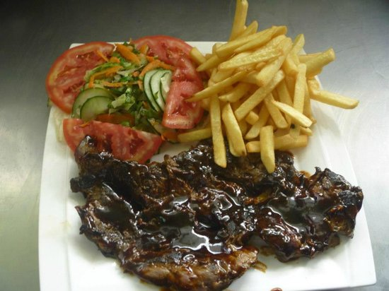 Betico Mata: Beef grill with fries and salad
