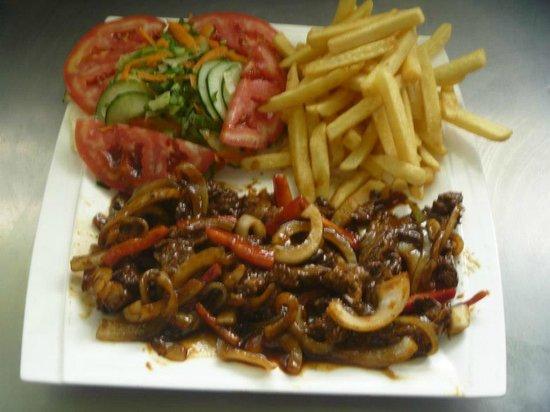 Betico Mata: Fajitas de pollo with fries and salad