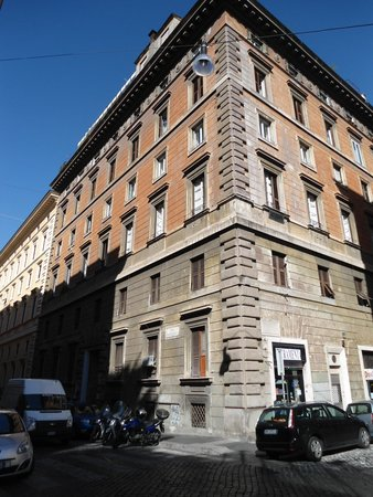 Clarin Hotel: Здание, где расположен отель Clarin