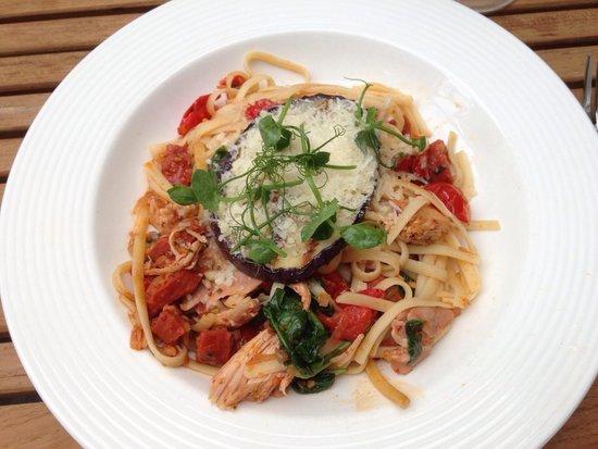 Loxley's Restaurant & Wine Bar: Chicken and chorizo linguini