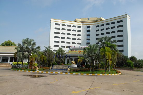 Royal Mekong Nong Khai: Hotel from the front