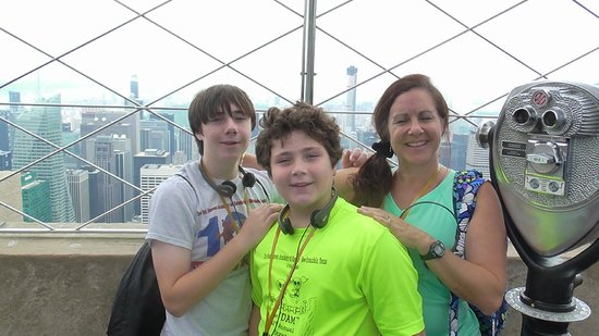 Stamford Marriott Hotel & Spa : Lois and boys at Empire State Building