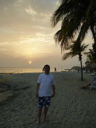 Estelar Santamar Hotel & Convention Center: Atardecer en la playa del Santamar
