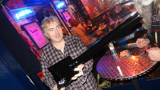 Le Sunset : 2012-05-19 Allan Holdsworth outside the club