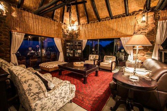 Leopard Mountain Safari Lodge: The main lounge