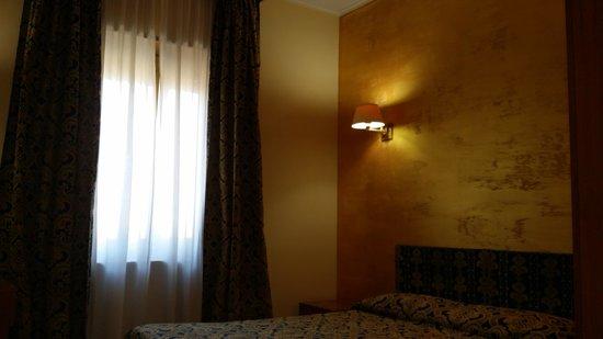 Hotel Industrial: camera matrimoniale