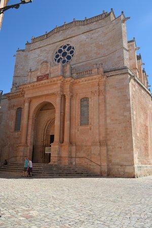 La Quinta Menorca Hotel & Spa: Church in Citudella