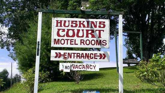 Huskins Court and Cottages: Sign