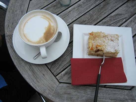 Die Spezerei: A fantastic cake and coffee