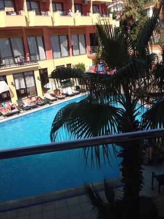 Club Palm Hotel : Pool view
