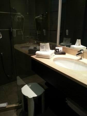 BEST WESTERN PLUS Quid Hotel Venice Airport: BEST WESTERN QUID: Bathroom