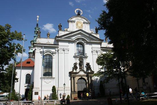 Hradschin (Burgstadt/Hradčany): Базилика Вознесения Девы Марии (Страговский монастырь))