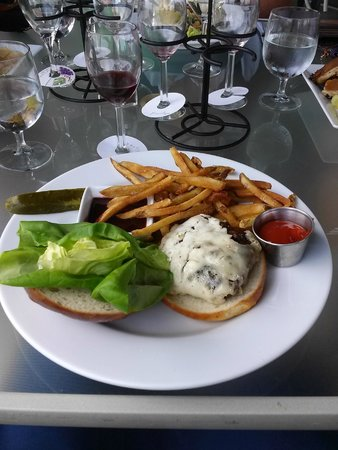 Veraisons Restaurant: Black & Bleu Burger