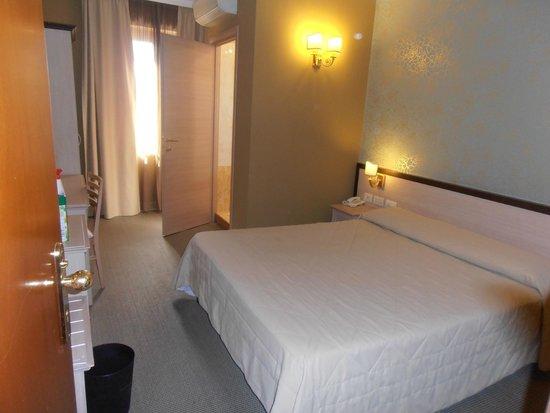 Hotel Galileo : habitación