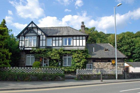 Tudor Lodge: The hotel
