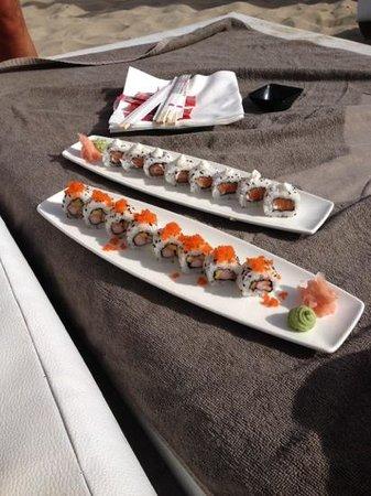 Ushuaia Ibiza Beach Hotel : sushi in spiaggia