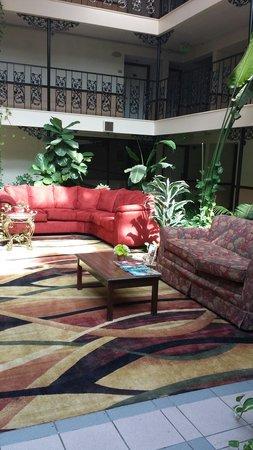 The Alabama Hotel: Lobby area