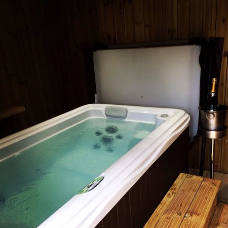 The Stables Lodge: Jacuzzi