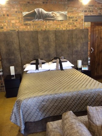 The Stables Lodge: Comfy bed