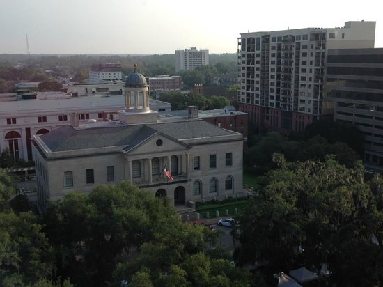 Doubletree Hotel Tallahassee: View overlooking the bankruptcy court