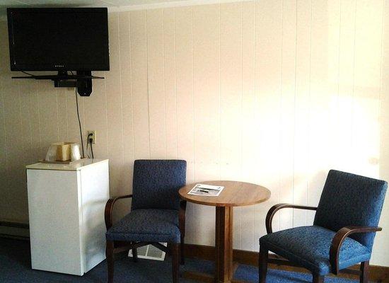 Ne'r Beach Motel: Sitting Area