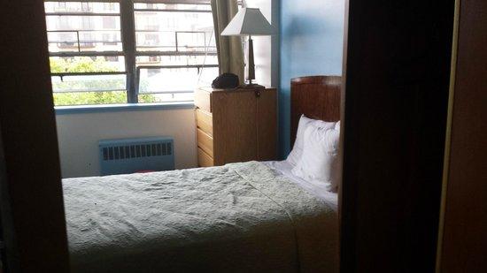 40 Berkeley : Micro quarto de casal (não tem banheiro)